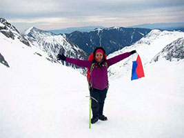 Pinay helper climbs Mt. Everest neighbor peak