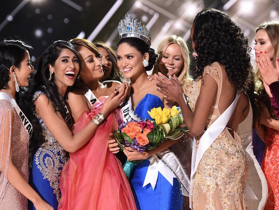 Pia Wurtzbach in dramatic crowning as Miss Universe 2015