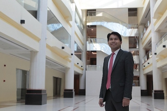 Dubai lawyer advocates migrant Filipino rights, receives award