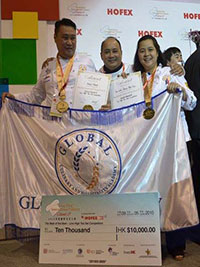 The winners, Michael Madrid and Joan Leslie Dela Cruz