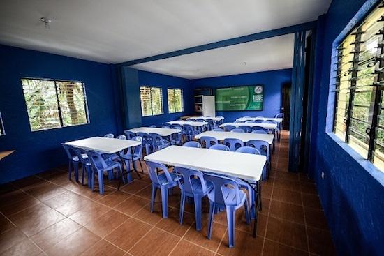 Efren Peňaflorida builds Ecodemya eco-friendly classroom