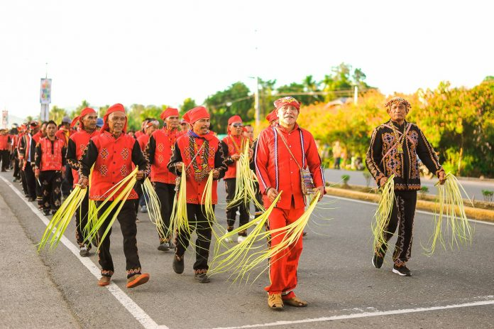 Naliyagan Festival parade