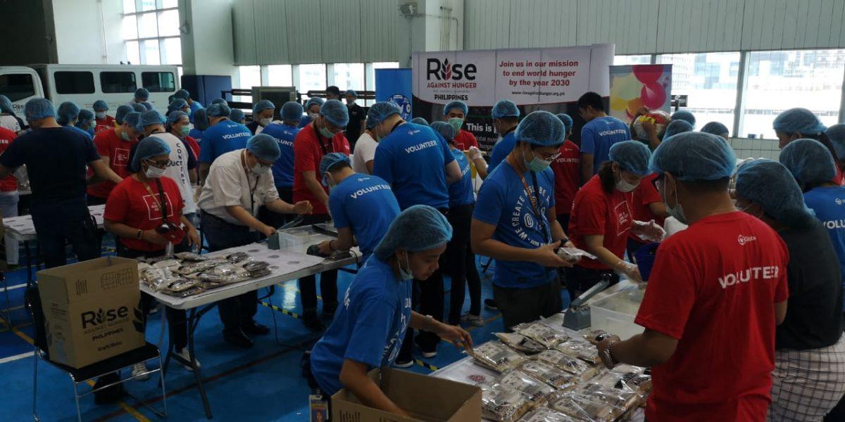 Globe volunteers Typhoon Tisoy
