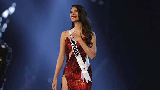 Catriona Gray auctioning Miss Universe pin