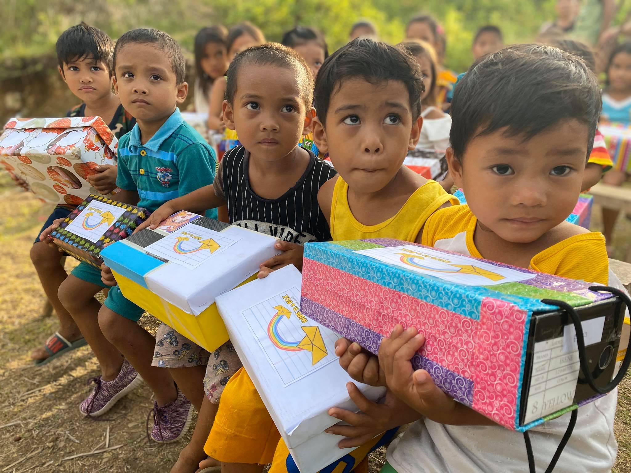 Filipino kids Hope In A Box
