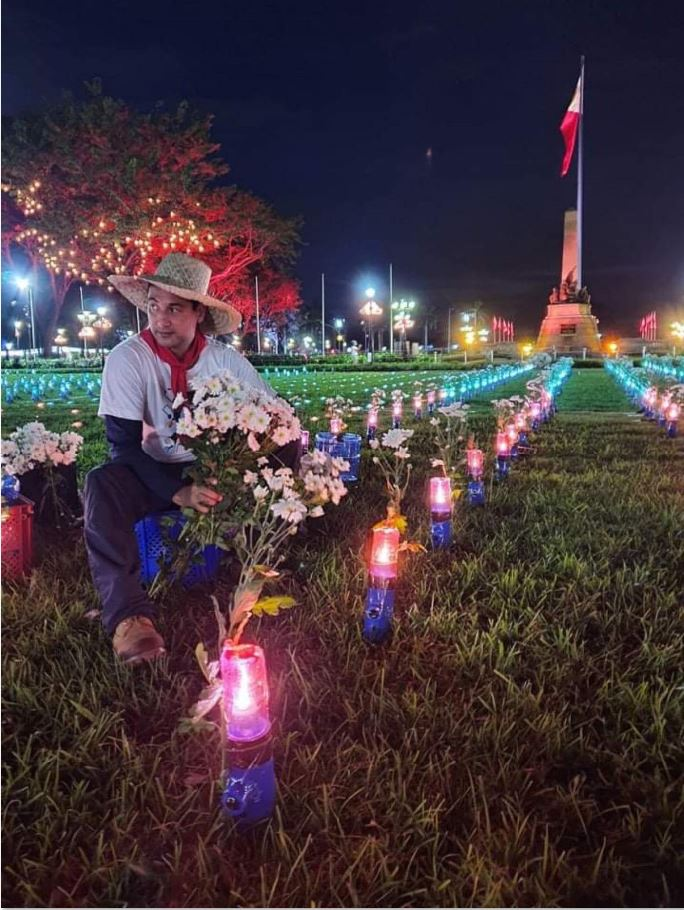 More solar lamps light up the Luneta Park.