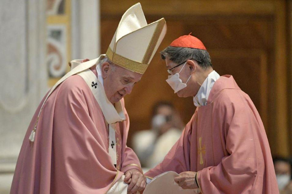 Cardinal Chito Tagle honors Filipino immigrants
