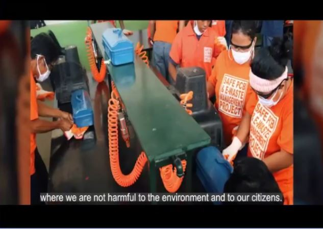 Filipino women dismantlers e-waste