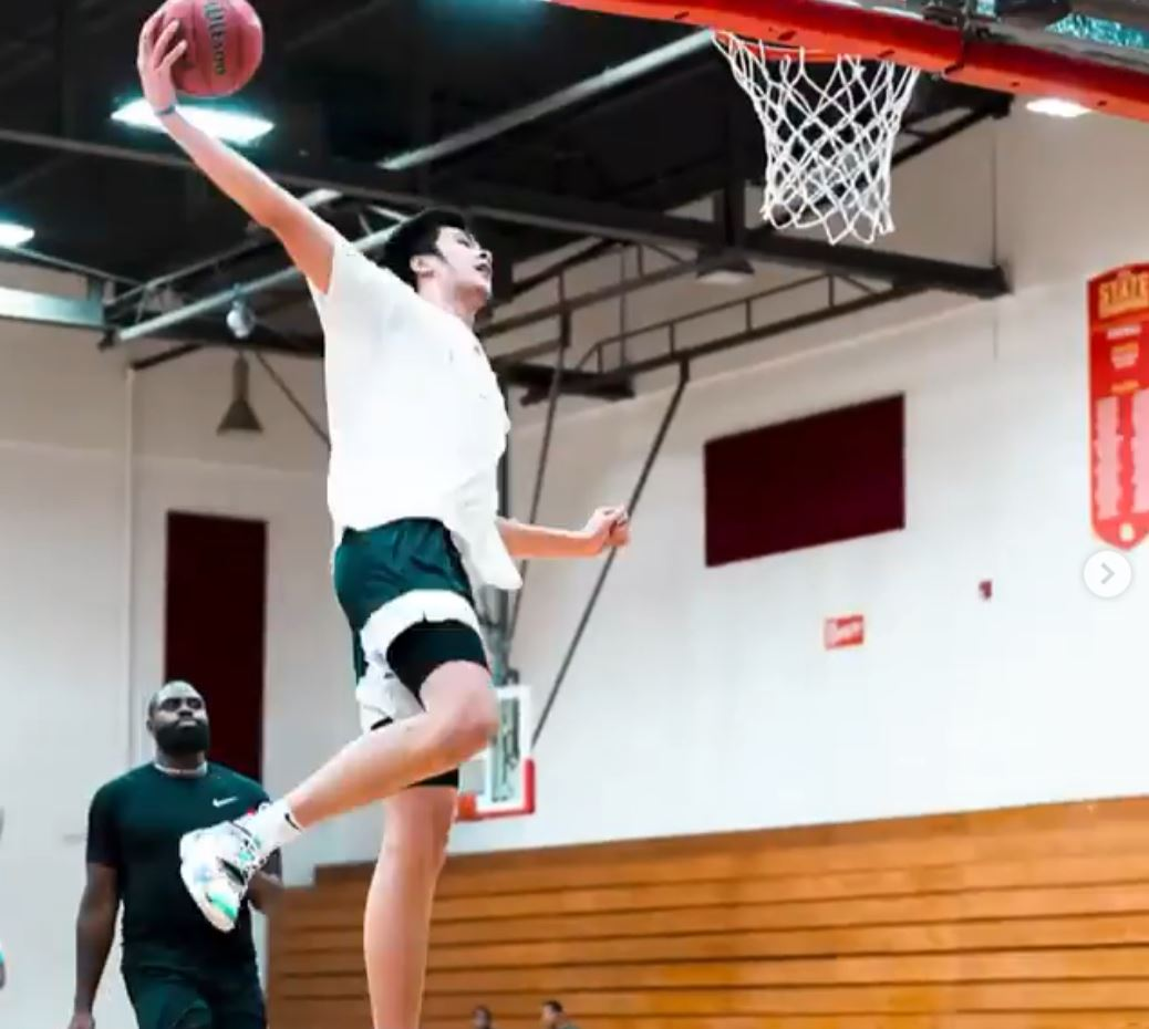 Kai Sotto no jump dunk Smith League